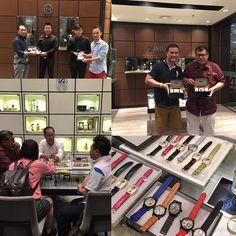 "四十多枚18K金配翡翠及鑽石的全新腕錶已經到達為於馬來西亞的旗艦店MWatch Platinum貴客親身到店內參觀和立刻選購心愛的獨立製錶師作品 More than 40pcs of brand new 18K Gold with Diamonds and Jadeite tourbillon watch have already arrived at Malaysia flagship store ""MWatch Platinum"" attracting customers to visit and purchase their ideal piece of customized watch. #Anpassa #Watches #Tourbillon #tourbillonwatches #Independentwatchmaking #mwatchplatinum #Malaysia by anpassa"