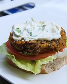 Homemade Veggie Burgers, Vegetable Recipes, Meat Recipes, Meat Meals, Cooking Recipes, Hamburger Recipes, Veggie Food, Vegetarian Barbecue, Vegetarian Cooking
