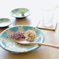 夏ごはんのお供に。沖縄・やちむんを取り入れた、美しい食卓