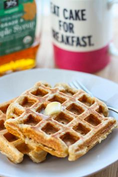 Whole Wheat Banana Waffles - Eat, Live, Run What's For Breakfast, Savory Breakfast, Healthy Breakfast Recipes, Banana Waffles, Pancakes And Waffles, Whole Wheat Waffles, Whole Food Recipes, Cooking Recipes, Yummy Food