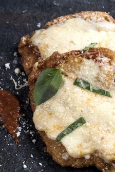 Chicken parmesan Interesting Recipes, Parmesan, Good Food, Food And Drink, Colorful, Foods, Chicken, Meat, Food Food