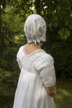 A regency dimity cap, made according to the dimity cap, early 19th century from the Sylvestra Regency Fashion Collection (Regency Fashion: taking a turn through time. Volume 3). It is made of white cotton dimity and pink silk.