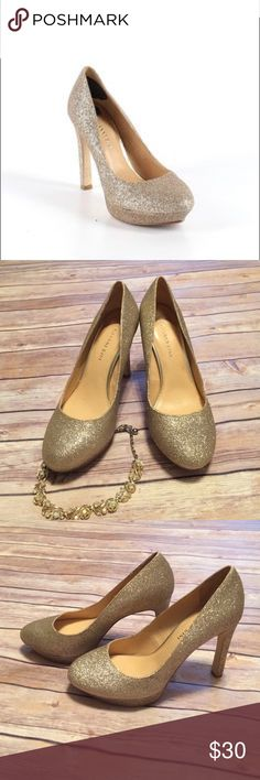 Gianni Bini gold glitter heels EUC gold glitter platforms that are perfect for holiday parties. Very minimal wear on the bottoms, otherwise in flawless condition. Bundle and save! Gianni Bini Shoes Heels