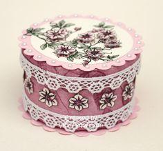 Decorated round box