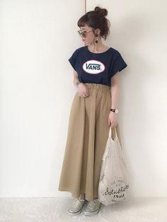 おはようございます* VANS Tシャツ×チノスカート VANS Tは去年イーハイで購入♩ 袖の