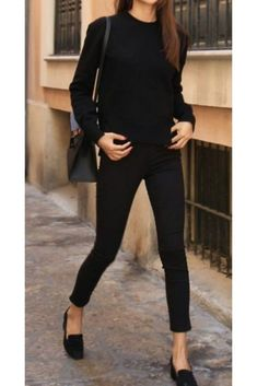Dressing Minimal Classic is the Epitome of Chic How to Dress Minimal Classic Style - Stunning Style. Summer Work Outfits, Casual Work Outfits, Business Casual Outfits, Professional Outfits, Classy Outfits, Work Attire, Young Professional, Fashionable Outfits, Women's Classic Outfits