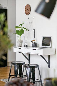 Les petites surfaces du jour : on se détend sur la terrasse Home Office Design, Office Decor, Small Space Living, Small Spaces, Home Desk, Interior Decorating, Interior Design, Blog Deco, Decoration
