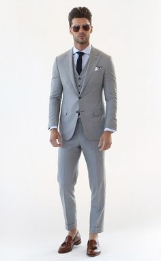 Hickey freeman from best looks from new york men's fashion week spring 2016 Mens Fashion Blazer, Mens Fashion Week, Men's Fashion, Light Grey Suits, Black Suits, New York Mens, Three Piece Suit, 3 Piece, Gentleman Style