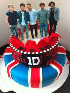 OMG I THOUGHT THEY WERE ACTUALLY STANDING ON THE CAKE