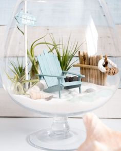 These mini Adirondack chairs are the perfect place for any beach-loving fairy to spend her summer days! Video tutorial and printable included. Fairytale Garden, Beach Fairy Garden, Beach Theme Garden, Fairies Garden, Deco Dyi, Garden Ideas Homemade, Beach Gardens, Beach Crafts, Diy Crafts