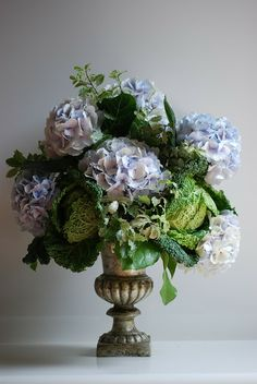 Beautiful bouquet: Cabbage & Hydrangea In An Antiqued Urn Beautiful Flower Arrangements, Floral Arrangements, Beautiful Flowers, Exotic Flowers, Purple Flowers, Spring Blooms, Spring Flowers, Flowers Garden, Deco Floral