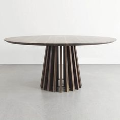 Aria Round Dining Table Modern, Oval Table, Wooden Dining Tables, Dinning Table, Table And Chairs, Round Tables, Dining Furniture, Furniture Design, Mesa Oval
