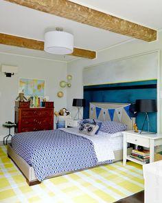 Este genial cabecero de cama está realizado con un bastidor de madera y una tela de lienzo. Es una idea estupenda que reúne dos elementos en uno. Un cabecero de cama y un cuadro decorativo.