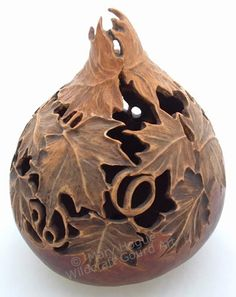 Gourd Art Mary Hogue Love the wood look of this one. – Wood Works – Just another WordPress site Decorative Gourds, Hand Painted Gourds, Ceramic Pottery, Ceramic Art, Leaf Projects, Gourd Lamp, Art Carved, Nature Crafts, Ancient Art