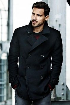 this is a really nice coat.--The pea coat has a rich & rugged history that goes back to European sailors of the century. This black seaman's jacket is a sharp, modern classic.│ H&M Men. Sharp Dressed Man, Well Dressed Men, Stylish Men, Men Casual, Smart Casual, Style Brut, Men's Style, Herren Style, Black Pea Coats