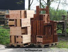 Tuinmeubelen en horeca meubelen van Douglas! Naturel en met een donker bruine beits. Kan het hele jaar buiten blijven staan. Hoe ideaal is dat! #tuinmeubelen #horecainrichting #douglas #buitenleven