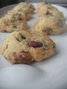 Envie de grignoter pour l'apéro, petit tour en cuisine et hop une nouvelle version de cookies salés! Le résultat est très sympa, à vous de juger ... Niveau: facile Pour environ 30 cookies Ingrédients: 150 g de farine 70 g de beurre mou 1/2 sachet de levure...
