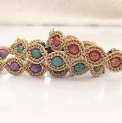 Friendship Bracelet - via @Craftsy. I want to make one for me and my bestie Livia.