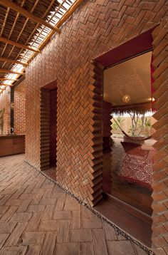 Brick bearing wall with an unconventional way of creating door openings at Casa Tabique in La Paz by TAC Taller de Arquitectura Contextual.