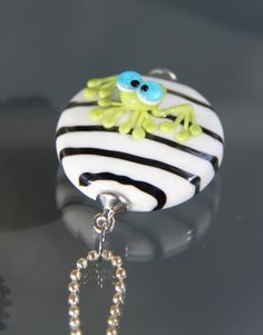 Lampwork-Beads - Großer Glasanhänger mit Frosch lampwork - ein Designerstück von christinasbuntewelt bei DaWanda Beaded Animals, Lampwork Beads, Beaded Jewelry, Glass Art, Glass Beads, Polymer Clay, Creations, Jewels, Christmas Ornaments