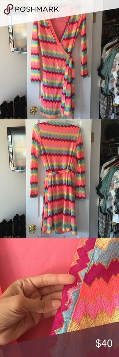 Beautiful Women dress size 4-6 Knee length, Wore it once, it has a little rip by the best part but isn't noticeable once worn, otherwise perfect! It's so beautiful but doesn't fit any longer Dresses Midi