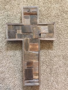 My husband will love this dyi woodworking machines Crosses made out of scrap pallet wood Popular Woodworking, Teds Woodworking, Woodworking Projects, Woodworking Workshop, Woodworking Videos, Woodworking Furniture, Pallet Crafts, Wooden Crafts, Dyi