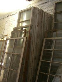 metsäkylännavetta.com, vanhoja ikkunoita, ikkunankarmeja, ovia, lankkuja, hirsiä, huonekaluja