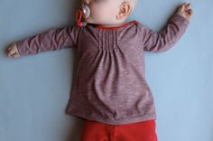 Trula: Friday - Baby Shirt with pleats. based on the MADE 90 minute shirt Sewing Shirts, Sewing Kids Clothes, Sewing For Kids, Little Girl Fashion, Little Girl Dresses, Baby Shirts, Cute Shirts, Diy Clothing, Clothing Patterns