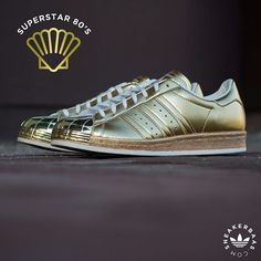 "#adiadsuperstar #sneakerbaas #baasbovenbaas Adidas Superstar 80's ""Metallic Pack"" - An Adidas superstar is always equipped with a dope toebox and this release is no exception.The clean, gold toebox fits smoothly alongside the gold sidepanels. Now online available 