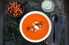 TOMAT- OG PAPRIKASUPPE MED CHORIZO OG KIKERTER Soup Recipes, Recipies, Chorizo, Thai Red Curry, Cravings, Dinner, Ethnic Recipes, God, Soups