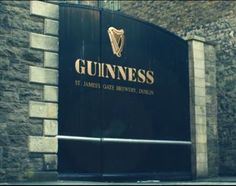 BEER NEWS -  Guinness is set to provide fans with a glimpse behind the scenes of its Dublin-based brewery in a new TV ad, which will air for the first time today across Ireland and the UK. Filmed at the St. James's Gate site and narrated by Batman actor Cillian Murphy, the ad follows real people as they work, including Eugene Ryan, a farmer whose family has been supplying Guinness with Irish barley for three generations.