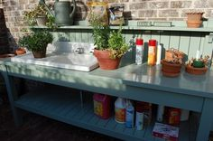 close up of the gardening table I would love to have!