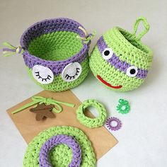 Брат черепаха и недоделанная сестра сова. Это их единственное фото вместе. Будут жить в разных семьях. А ведь всё могло быть иначе!.. Прямо-таки сюжет для 'Жди меня' #дорогаяпередача #ждименя Crochet Star Blanket, Crochet Stars, Crochet Pillow, Crochet Mandala, Crochet Motif, Knit Crochet, Crochet Patterns, Crochet Case, Crochet Coin Purse