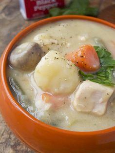 Japanese creamy chicken stew – クリームシチュ Need: chicken breast, white wine, potatoe, carrot, string beans, button mushrooms, chicken broth, butter, onion