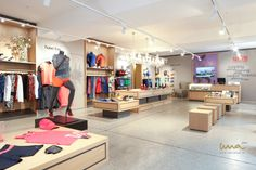 #runningstore #sportymannequin #sportsclothes #sportclothes Interior Design Studio, Store Design, Sport Outfits, Desk, Running, Furniture, Home Decor, Projects, Design Interiors
