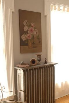 Want to make your radiator look less boring? Check out these 12 Stylish Ideas For Your Radiator Shelves and transform something ugly to something beautiful. Radiator Shelf, Radiator Cover, Radiator Ideas, Painted Radiator, Old Radiators, Painting Radiators, Maine Beaches, Storing Books, Making Space