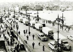 Galata Köprüsü üzerinde Migros kamyonları / 1955 http://ift.tt/2wGF05J
