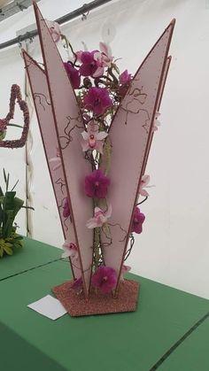 By Adrienne Flood Modern Floral Arrangements, Flower Arrangements, Marriage Decoration, Indian Wedding Decorations, Arte Floral, Flower Show, Ikebana, Flower Crafts, Design Crafts
