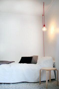 een puur, eenvoudig en industrieel ontwerp van Matt… The socket lamp from Muuto; a pure, simple and industrial design by Mattias Ståhlbom. Diy Luminaire, Luminaire Design, Design Retro, Interior And Exterior, Interior Design, My New Room, Home Bedroom, Bedrooms, Interior Inspiration