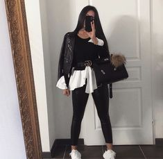 Jan 2020 - Alexander McQueen Sneaker beauty, and outfit Read More. Lazy Outfits, Mode Outfits, Cute Casual Outfits, Chic Outfits, Casual Chic, Summer Outfits, Black Women Fashion, Look Fashion, Womens Fashion