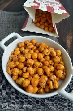 Deliciosa botana o snack saludable de garbanzos crujientes dulces con una mezcla de canela y azúcar. Perfectos para quitar la ansiedad de algo crujiente como las papitas.