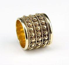A 14 Karat Yellow Gold Ring. Lot 165-7159