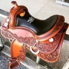 #continentalsaddlery #nrha #aqha #reining #saddle #reininghorse #horsesofinstagram #horse #cheval #cavallo #madeinusa Лошади, Лошади, Советы Любителям Лошадей, Конюшни, Конюшни, Кожа, Manualidades