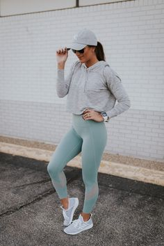 Jan 2020 - Explore your surroundings. These adidas running-inspired shoes feature a foot-hugging knit upper and a female-friendly fit. Soft midsole cushioning adds comfort as you head out for coffee or discover a busy side street. Cute Workout Outfits, Workout Attire, Workout Wear, Workout Fitness, Womens Workout Outfits, Workout Tanks, Weekly Workout Routines, Estilo Fitness, Athleisure Outfits