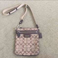 COACH SIGNATURE BAG Good condition! A little dirty strap. This bag is so convenient and comfortable when you go outside. Coach Bags Crossbody Bags