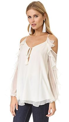 WOMEN'S TOPS Start building your next great outfit with Buyer Select's curated selection of tops. Find the latest fashion in women's tops, shirts, tunics, blouses, halter tops, tanks and tees. From casual and cool, to a little dressier and feminine to cla