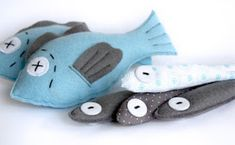 Cats Toys Ideas - fish - Ideal toys for small cats Sewing For Kids, Diy For Kids, Felt Fish, Felt Play Food, Ideal Toys, Small Cat, Felt Fabric, Fabric Fish, Felt Toys
