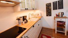 Eine Küche voller Leben ist der wahre Schatz des Hauses. Corner Desk, Furniture, Home Decor, Ad Home, Life, Corner Table, Decoration Home, Room Decor, Home Furnishings