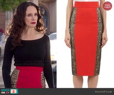 Victoria's red skirt with lace side panels on Revenge. Outfit Details: http://wornontv.net/46861/ #Revenge