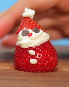 Best Holiday Appetizers, Healthy Christmas Recipes, Christmas Desserts Easy, Christmas Snacks, Xmas Food, Christmas Baking, Healthy Recipes, Strawberry Santas, Festa Party